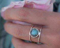 Beautiful double thin band ring in Gold Vermeil. The center stone cut in circle is the Turquoise hand-mixed with copper. This everyday ring is our most popular design and our best-seller! Turquoise Rose, Aqua, Labradorite Ring, Moonstone Ring, Ringe Gold, Bridal Rings, Wedding Ring, Garnet Rings, Etsy