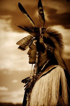 The Feathers symbol of enthetic Forces around the Head of this Native American