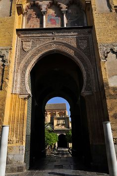Córdoba༺♥༻༺♥༻ Portal de entrada al Patio de los Naranjos de la Mezquita de Córdoba, España