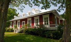 Seigneurie+des+Aulnaies+via+Tourisme+Chaudière-Appalaches Saint Roch, Destinations, Canadian History, Playhouses, Architecture, Pain, Cottages, Castles, Beautiful Homes