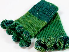 FrauEigenwerk's legwarmers with ruffles - Stricken Baby Sachen Crochet Gloves, Wrist Warmers, Celebration Quotes, Blogger Themes, Funny Design, Color Change, Tattoo Quotes, Knitting Patterns, Stitch