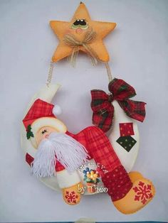 PAPA NOEL Felt Christmas Decorations, Christmas Wreaths, Christmas Ornaments, Holiday Decor, Winter Christmas, Christmas Time, Felt Crafts, Diy And Crafts, Felt Doll Patterns