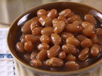 In anticipation of our upcoming sugar shack buffets we are sharing one of Chef Richard's favourite recipes for Maple Infused Baked Beans. Bean Recipes, Diet Recipes, Vegetarian Recipes, Fudge Recipes, Pulses Recipes, Le Petit Champlain, Recipe Details, Baked Beans, One Pot Meals