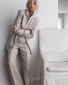 Minimal Fashion, Timeless Fashion, Paar Style, Court Outfit, Business Outfit Frau, Elegant Style Women, Model Poses Photography, Business Chic, Classic Suit