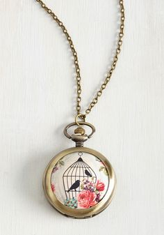 Your bestie is begging to borrow this brushed gold necklace, but you're not so sure - it is your fave, after all! Its floral, birdcage-printed pendant opens to reveal a clock, making this locket as handy as it is super-stylish.