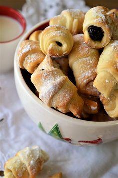 Cornulete cu gem - Retete culinare by Teo's Kitchen Pretzel Bites, Biscuits, Bakery, Deserts, Goodies, Ice Cream, Sweets, Bread, Healthy