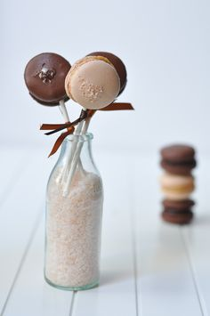 Salted caramel filling (for macarons): 160 grams caster sugar, 130 grams cream, 150 grams butter, 7 grams sea salt. (pinner´s note: I shall use the same quatities for each: sugar, cream and butter and see what happens; in this way I can better remember the recipe...)
