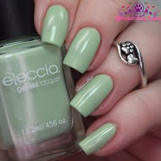 On my nails is 2 buttery smooth coats of Green Dublin by @_eleccio_ Gel-Like Nail Lacquer. This is a lightless gel hybrid. Obviously I don't test wear time but application was wonderful. I love the formula!  #eleccio #indieswatch #prsample