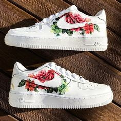May 2020 - Custom sneakers Nike Air Force 1 ''Flowers'' Hype Shoes, Women's Shoes, Me Too Shoes, Shoes Sneakers, Sneakers Women, Shoes Style, Big Shoes, Sneakers Design, Sneakers Style