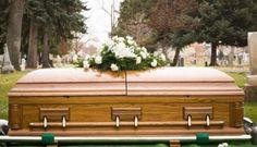 Al Hamduni Mati Lebih Dari Sekali – Apa yang ada fikirkan ketika mendengar kata mati?pastinya merupakan akhir dari perjalanan hidup didunia.Namun kali ini ada yang berbeda pada pria ini Al Hamduni yang merupakan seorang guru sekolah dasar ini mati dua kali dalam sehari.Pada awalnya ia dinyatakan meninggal karena serangan jantung.kemudian mayatnya dibawa ke ruang jenazah oleh dokter.