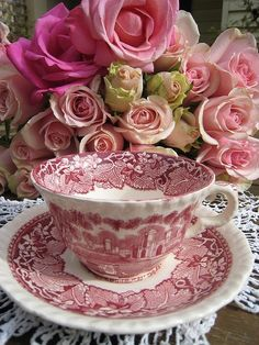 Roses and transferware tea cup China Tea Cups, Teapots And Cups, My Cup Of Tea, Vintage Dishes, Vintage Teacups, Vintage China, Chocolate Pots, Tea Cup Saucer, High Tea