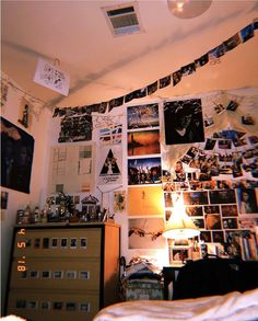 Dorm dormroomdecorationi dormroomdesignideas Ideas lovely Organization Room room decor grunge 42 lovely dorm room organization ideas dormroom Dorm do. Retro Room, Vintage Room, Bedroom Vintage, Vintage Diy, Teen Room Decor, Room Decor Bedroom, Bedroom Ideas, Bedroom Images, Bedroom Inspo