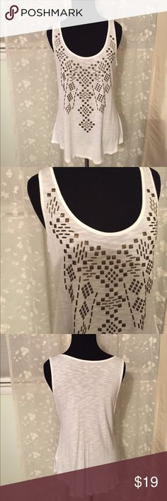 Apt. 9 off white tank metal accents Med Apt. 9 off white tank metal accents Med. this is a cute staple shirt that will work in any wardrobe. It is a size medium and the color is an off white semi sheer with copperish antiqued gold metal embellishments. In good condition Apt.9 Tops Tank Tops