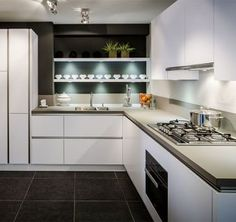 Deze prachtige tijdloze next125 NX 500 keuken is uitgevoerd in lavazwart satijn. Voorzien van de populaire next125 kooktafel ✔ next125 NX 500