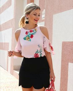 Outfits ideas & inspiration : Today as you can see in the title of the post I want to share with our readers who love fashion, the best patterned blouse designs They are an excellent Casual Outfits, Summer Outfits, Cute Outfits, Fashion Outfits, Womens Fashion, Fashion Trends, Shorty, Outfit Trends, Mode Style