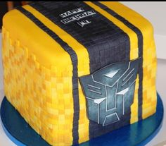 Bumble bee transformers minecraft cake
