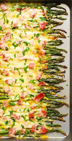 Holiday Side Dish: Roasted Asparagus with Ham, Mozzarella, and Parmesan – a perfect recipe for the holidays or a special occasion! Dress up asparagus with Mozzarella and Parmesan cheese and ham and then roast everything in the oven. Side Dish Recipes, Vegetable Recipes, Easy Vegetable Side Dishes, Asparagus Recipe, Parmesan Asparagus, Holiday Side Dishes, Cooking Recipes, Healthy Recipes, Thanksgiving