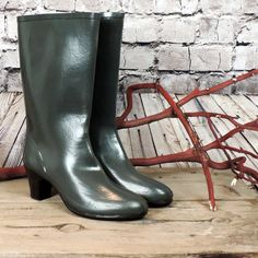 Nokia vintage all rubber rainboots in gun metal grey~ stacked rubber heel~ Cotton jersey logo interior~non-slip sole~vintage oldstock~ Womens US ~ Eur 39 from heel to toe at widest point tall High Heel Boots, Heeled Boots, High Heels, Hunter Rain Boots, Wellington Boot, Vintage Boots, Rain Wear, Buy And Sell, Booty