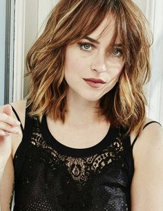 13 Stunning Bang Hairstyles To Fulfill Your Fashion Interest - These bangs hairstyles are the perfect option for you. So, do not forget to click over here and try - Shoulder Length Curly Hair, Curly Hair With Bangs, Short Curly Hair, Hairstyles With Bangs, Pretty Hairstyles, Medium Hair Styles, Curly Hair Styles, Natural Hair Styles, 40 Year Old Hair Styles