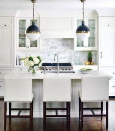 Photos of black and white - Glamorous kitchen.jpg