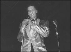 Elvis Raises $62,000 for USS Arizona Elvis' 1961 benefit concert raised over $62,000 towards building the USS Arizona Memorial in 1962.
