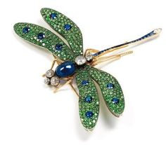 LE JARDIN PAR MOÏRA. Parure «Dahlia» Pièce unique. Photo Kohn Composée d'un collier, d'une bague et d'une paire de clips...