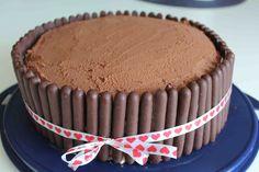 Matro: Chokladtårta med hallonmousse och kolagrädde