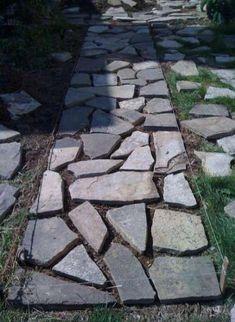 23 New Ideas for paving stone patio diy pathways Rock Walkway, Backyard Walkway, Outdoor Landscaping, Diy Patio, Outdoor Gardens, Stone Backyard, Walkway Ideas, Landscaping Ideas, Paving Stone Patio