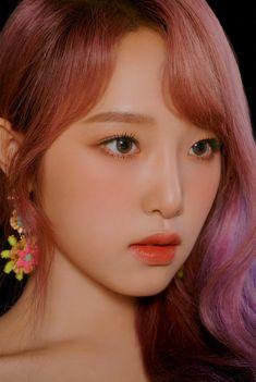 Yena marry me pls😔♡ Aesthetic Makeup, Kpop Aesthetic, Yu Jin, Japanese Girl Group, Grunge Girl, Be A Nice Human, The Wiz, K Idols, Makeup Eyes