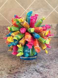 Tootsie Roll Bouquet Candy Gift Baskets, Candy Gifts, Cookie Bouquet, Candy Bouquet, Soda Cake, Gift Wrapping Bows, Edible Bouquets, Candy Buffet Tables, Edible Crafts