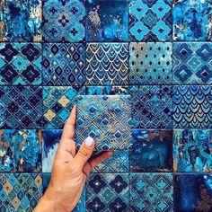 Ce bleu 🤩  Énorme coup de foudre pour cette faïence de @anastasia_ropalo 💙  Vous en pensez quoi ? 💬 #eldotravo