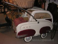 Vintage Stroller, Vintage Pram, Pram Stroller, Baby Strollers, Old Cribs, Prams And Pushchairs, Art Deco Decor, Chasing Cars, Dolls Prams