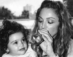 Madonna with daughter Lourdes photographed by Mario Testino Madonna 80s Outfit, Madonna 90s, Madonna Albums, Madonna Music, Madonna Photos, Madonna Daughter, Madonna And Child, Madonna Family, Mario Testino
