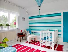 Lieblich Streifen In Blautönen Im Babyzimmer