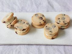 Banana Chocolate Chip Sandwiches: These are so cute, we're not sure if we want to eat them or squeeze their cheeks!