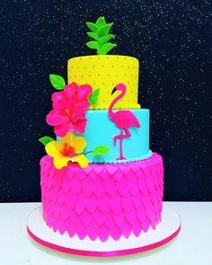 Cakes: 20 Inspiring Party Themes With Adriana Milane - Pool Party - Festa Flamingo Party, Flamingo Cake, Flamingo Birthday, Hawaiian Birthday, Luau Birthday, Luau Cakes, Party Cakes, Luau Party, Aloha Party