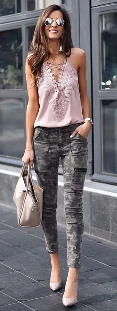 https://www.weshoulddothis.com/spring-outfits-glamorous/