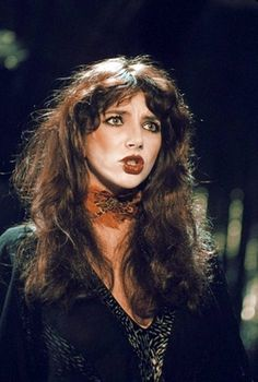 Kate Bush once someone told me I look similar to her : ) Hounds Of Love, Uk Singles Chart, Women In Music, Music Icon, Female Singers, Lost In Translation, Record Producer, Music Artists, Drake