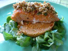 Salmón al horno con almendras sobre ensalada tabule Ver receta: http://www.mis-recetas.org/recetas/show/70741-salmon-al-horno-con-almendras-sobre-ensalada-tabule