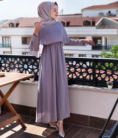 G r nt n n olas i eri i 1 ki i Muslim Women Fashion, Modern Hijab Fashion, Modest Fashion, Fashion Dresses, Modest Dresses, Simple Dresses, Casual Dresses, Formal Dresses, Casual Clothes
