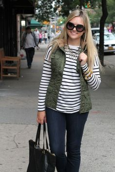 striped shirt + army green quilted vest + dark blue skinny jeans = casual fall outfit this would look great with on the fringe necklace Casual Weekend Outfit, Weekend Wear, Casual Fall Outfits, Fall Winter Outfits, Cute Outfits, Winter Style, Winter Fashion, Skinny Jeans Casual, Dark Blue Skinny Jeans