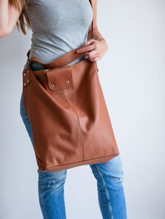 OVERSIZE Brown SHOPPER Bag Large Leather Shopper Light   Etsy Soft Leather Handbags, Leather Bag, Catsuit Costume, Trendy Fashion, Trendy Style, Yellow Leather, Shopper Bag, Large Bags, Leather Fashion