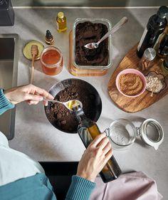 Para os chefes da cozinha: é tempo de experimentar e dar a provar. Chocolate Fondue, Ikea Portugal, Desserts, Food, Decoration, Bath Soak, Turkish Bath, At Home Spa, Ikea Home