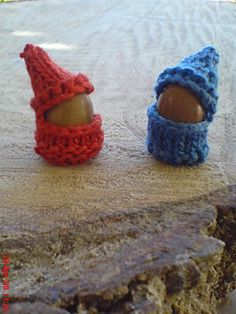 Super cute little knitted acorn gnomes! Our Holistic Life: Gnome Oakie Arm Knitting, Knitting Patterns, Crochet Patterns, Crochet Ideas, Knitting Ideas, Acorn Crafts, Waldorf Crafts, Lang Yarns, Yarn Bowl