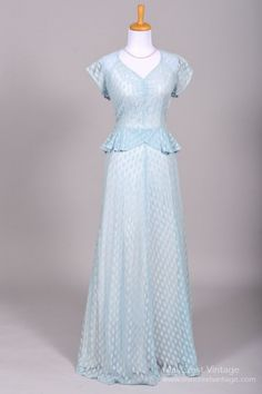 1940 Blue Lace Vintage Wedding Gown from Mill Crest Vintage jαɢlαdy Vintage Outfits, Vintage Gowns, Vintage Bridal, Vintage Clothing, 1940s Fashion, Look Fashion, Vintage Fashion, Vintage Mode, Look Vintage