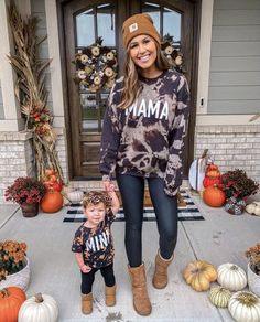 Mom And Baby Outfits, Mother Daughter Outfits, Toddler Outfits, Kids Outfits, Mommy Baby Matching Outfits, Young Mom Outfits, Outfits Madre E Hija, Foto Baby, Cute Baby Clothes
