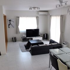 Muji Style, Simple Interior, Interior Decorating, Interior Design, House Layouts, Apartment Interior, Decoration, Living Room Decor, Minimalism