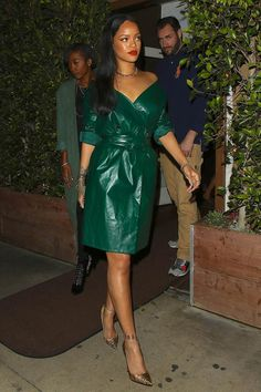 Rihanna in Nina Ricci paired with Christian Louboutin pumps out to dinner in Santa Monica. Best Of Rihanna, Rihanna Love, Rihanna Riri, Kate Bosworth, Moda Rihanna, Rihanna Street Style, Kendall Jenner, Chic Outfits, Fashion Outfits