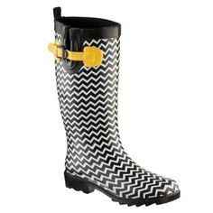 Botas de agua mujer So fun.perfect for Iowa weather ans Seattle weather. Hawkeye colors makes these awesome! Cute Rain Boots, Rubber Rain Boots, Wellies Boots, Shoe Boots, Cowgirl Chic, Wellington Boot, Black N Yellow, Hunter Boots, Black Boots