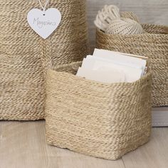 Clean and simple,,i love baskets